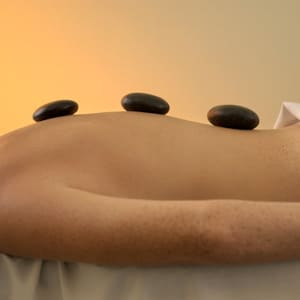 hot-stone-therapy-20140331